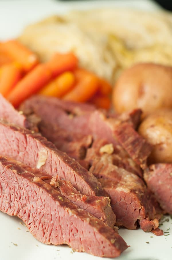 This Slow Cooker Apple and Brown Sugar Corned Beef and Cabbage recipe ...