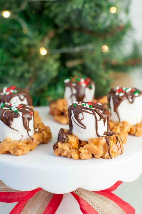 Salted Caramel Marshmallow Nests recipe are a quick, easy holiday treat. Pretzels are mixed with melted caramel and topped with a gooey marshmallow and drizzled chocolate. http://www.mamagourmand.com